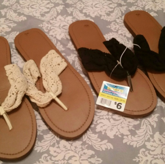 5ba73a66f54ae5 2 pairs of womens size 9-10 flip flops NWT